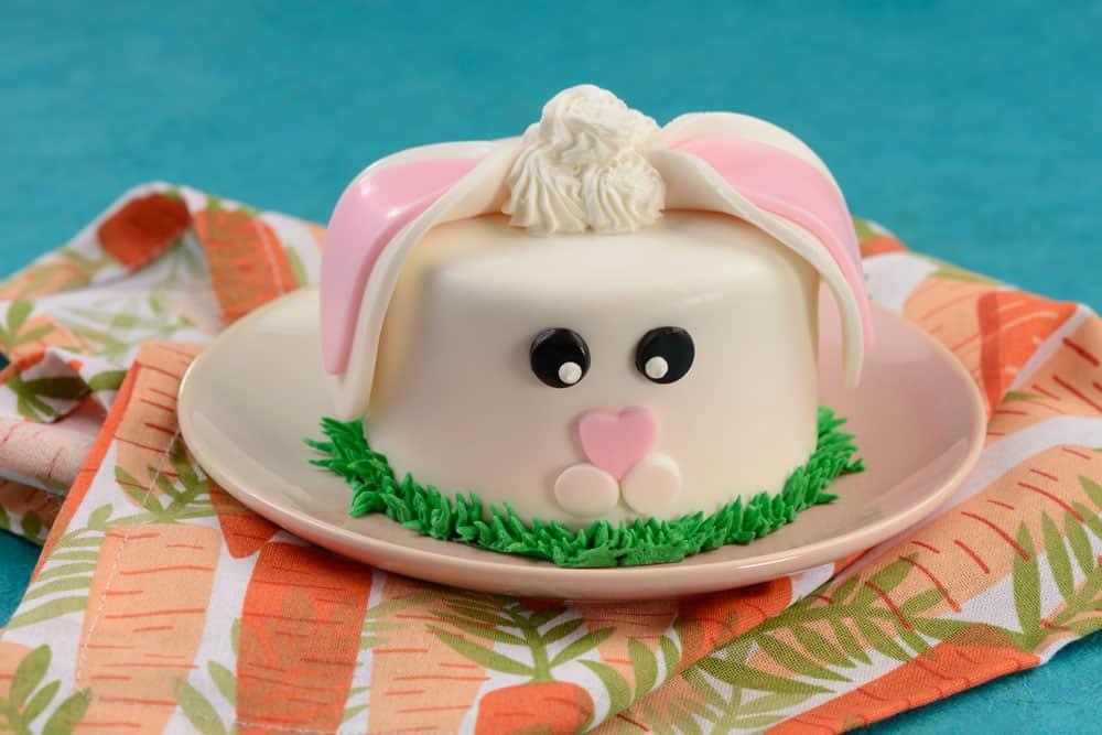 Mini Bunny Cake at Disney's Contempo Cafe