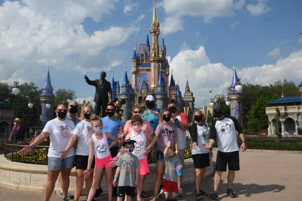 10-Tips-for-Traveling-to-Walt-Disney-World-in-a-Big-Group-1