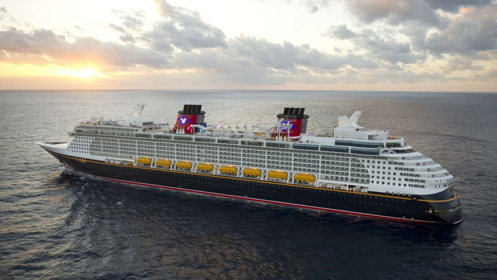 Disney-Cruise-ship-photo